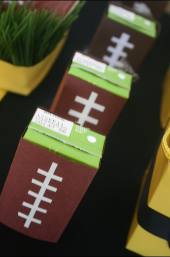 Football Juice Boxes by andeverythingsweet.blogspot.com