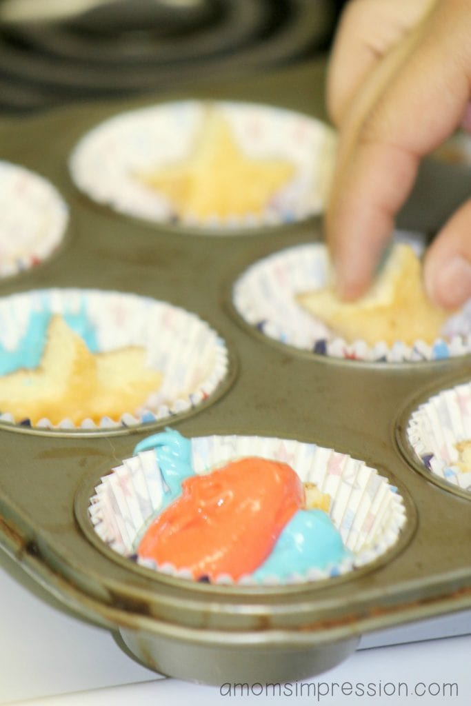 Making red white and blue cupcakes with a hidden Star in the middle