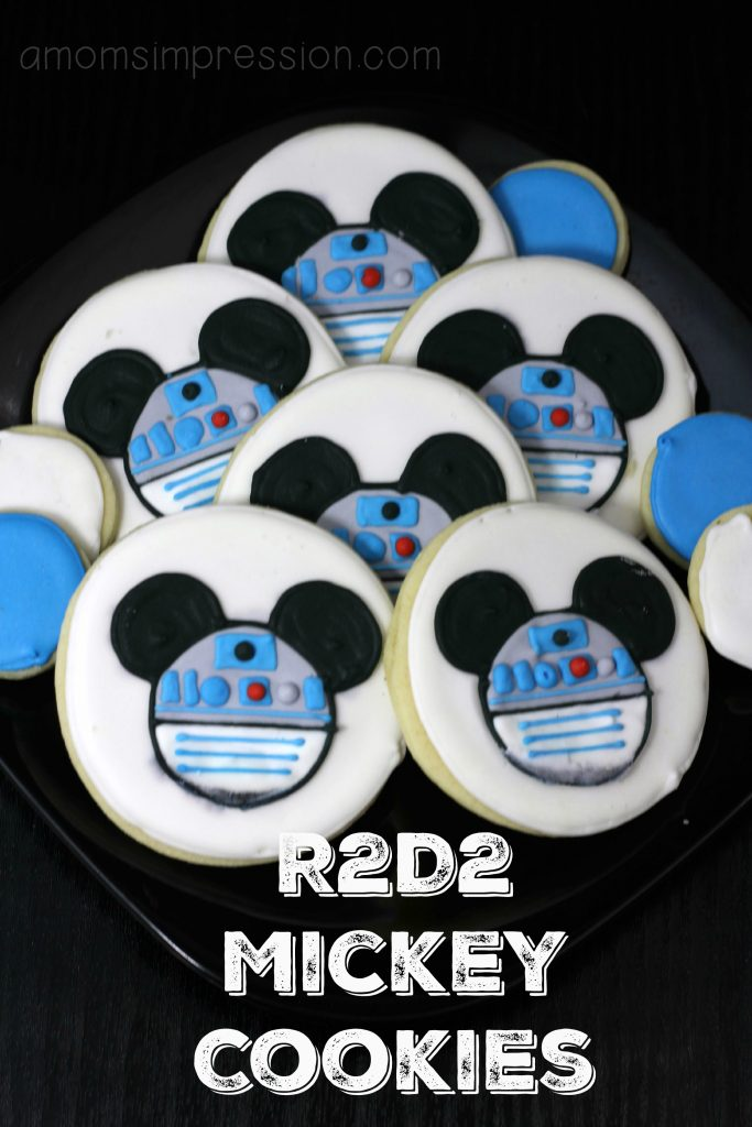 Make these R2D2 mickey cookies for a Star Wars party or just because! This cookie recipe is a must-have for any Star Wars fan!