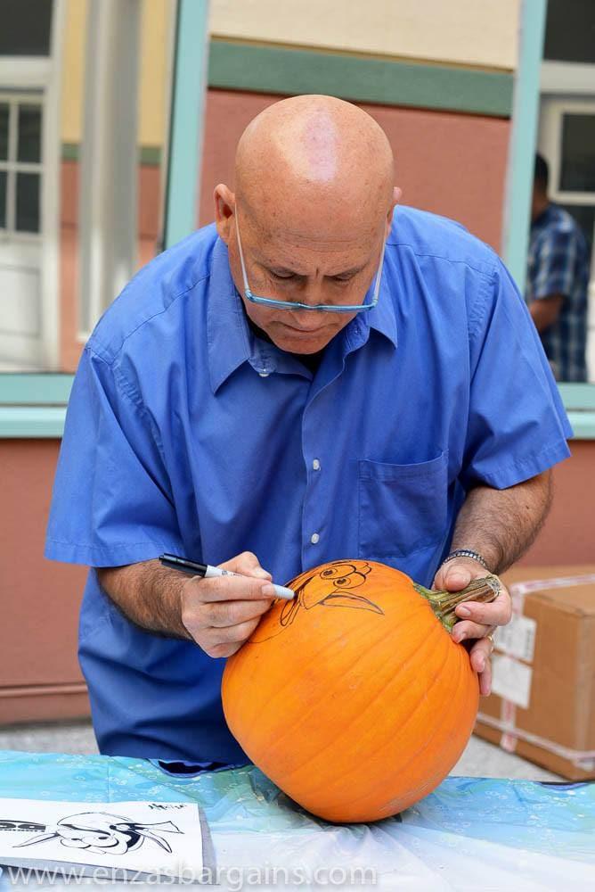 Professional Pumpkin Carver