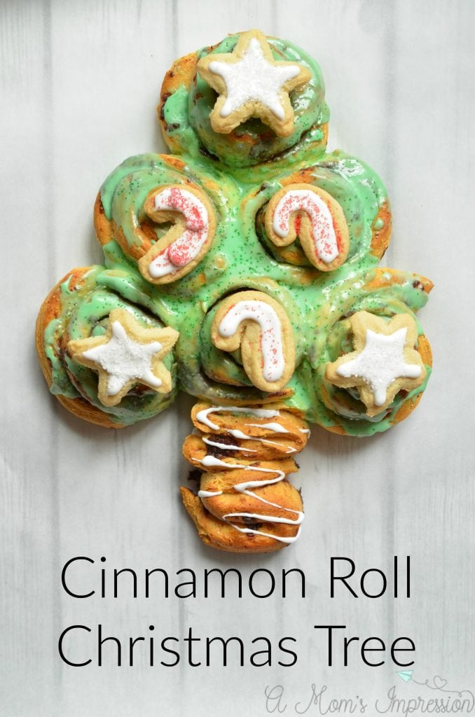 cinnamon-roll-christmas-tree