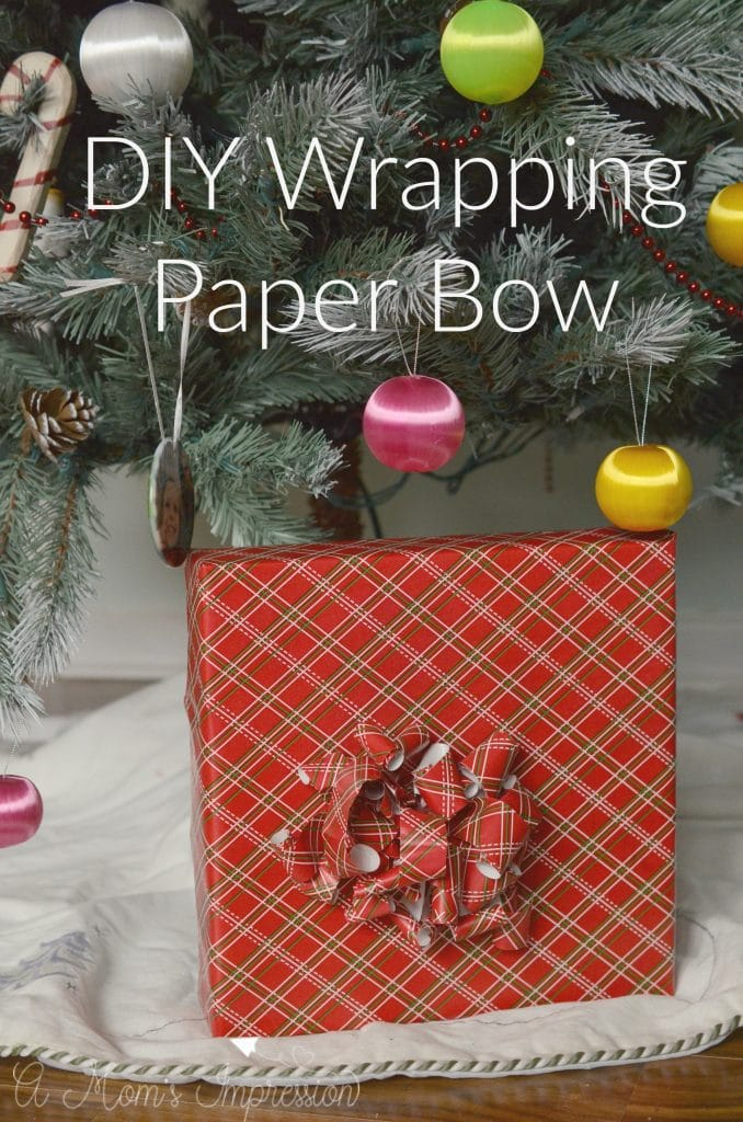 diy-wrapping-paper-bow
