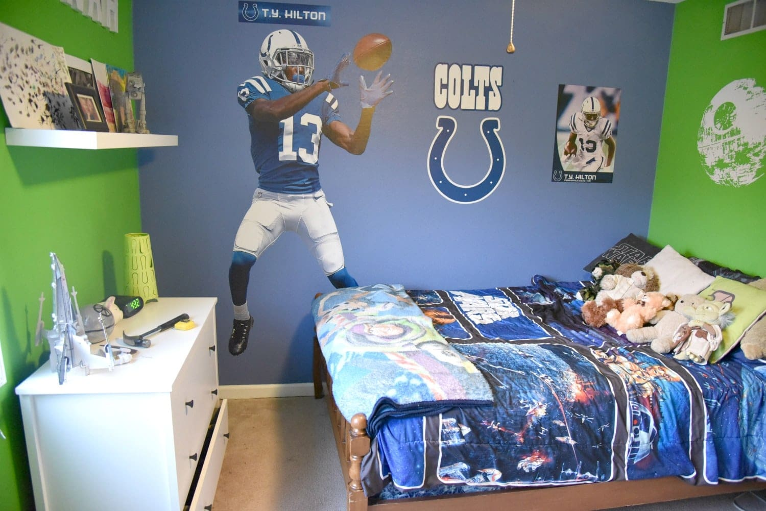 Tween boy bedroom ideas easy ways to update a room for Colts bedroom ideas