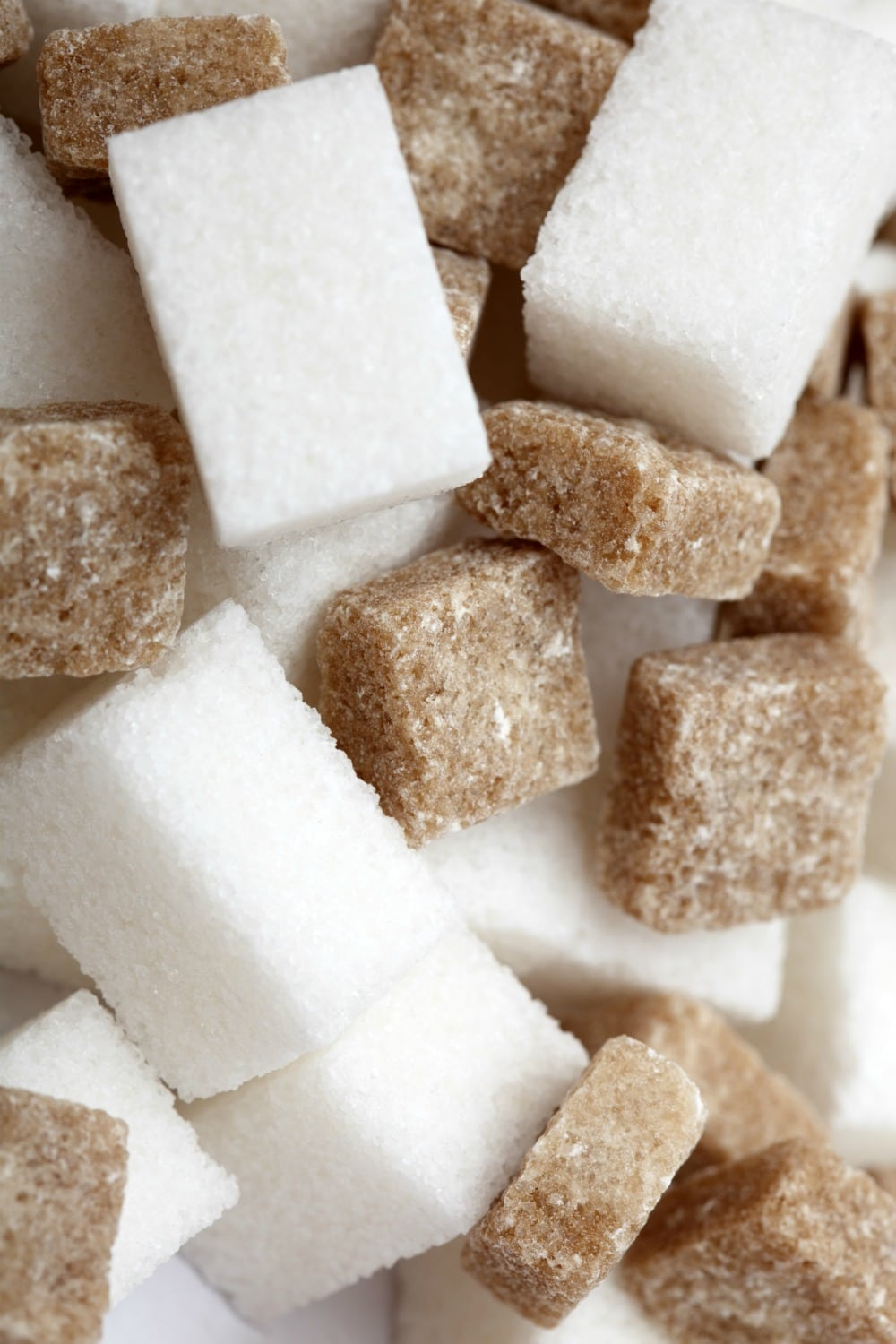 White and brown sugar cubes close-up.