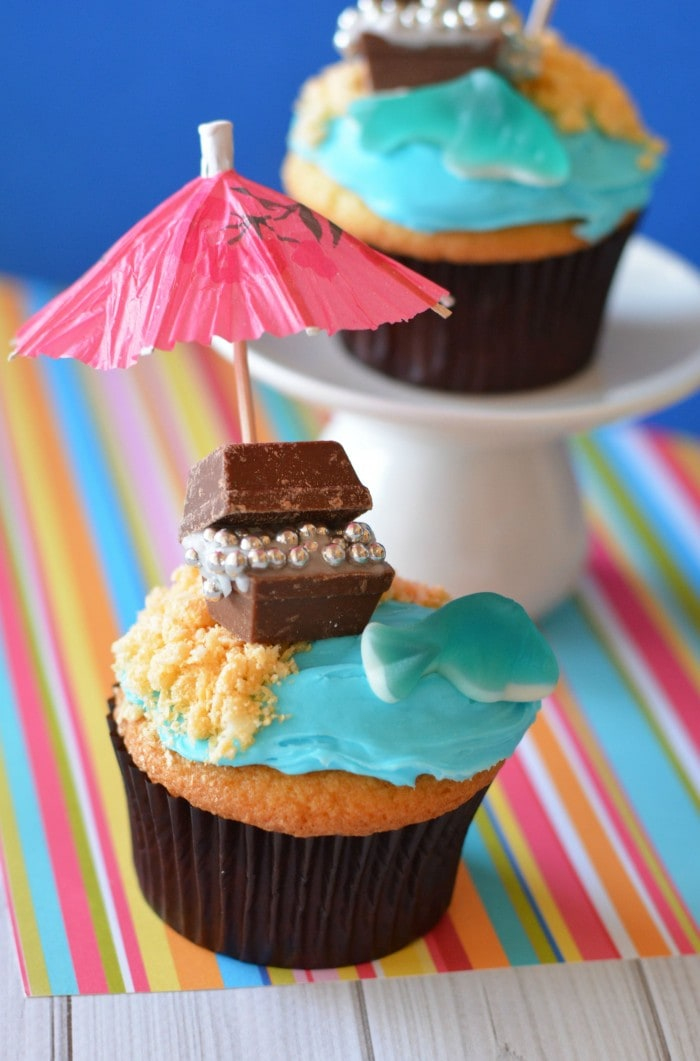 Treasure-Chest-Cupcakes-perfect-for-pirate-parties-beach-parties-and-summer-parties