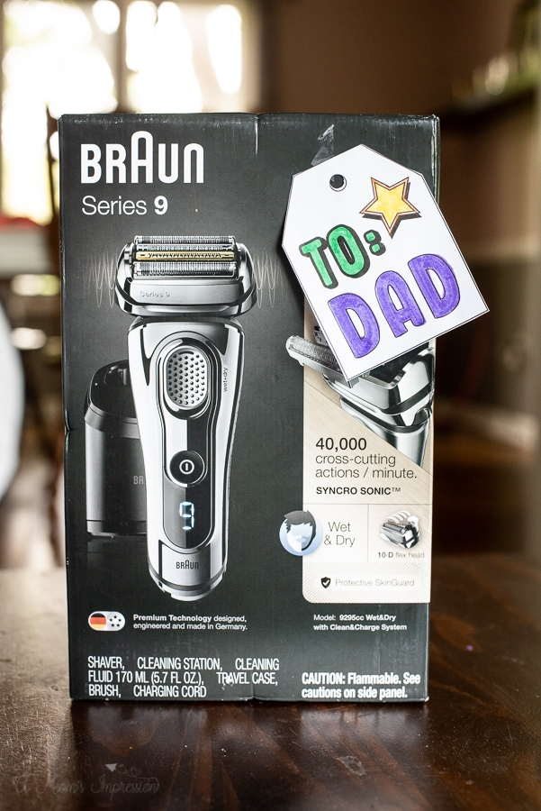 Braun-Mens shaver with to dad tag on it